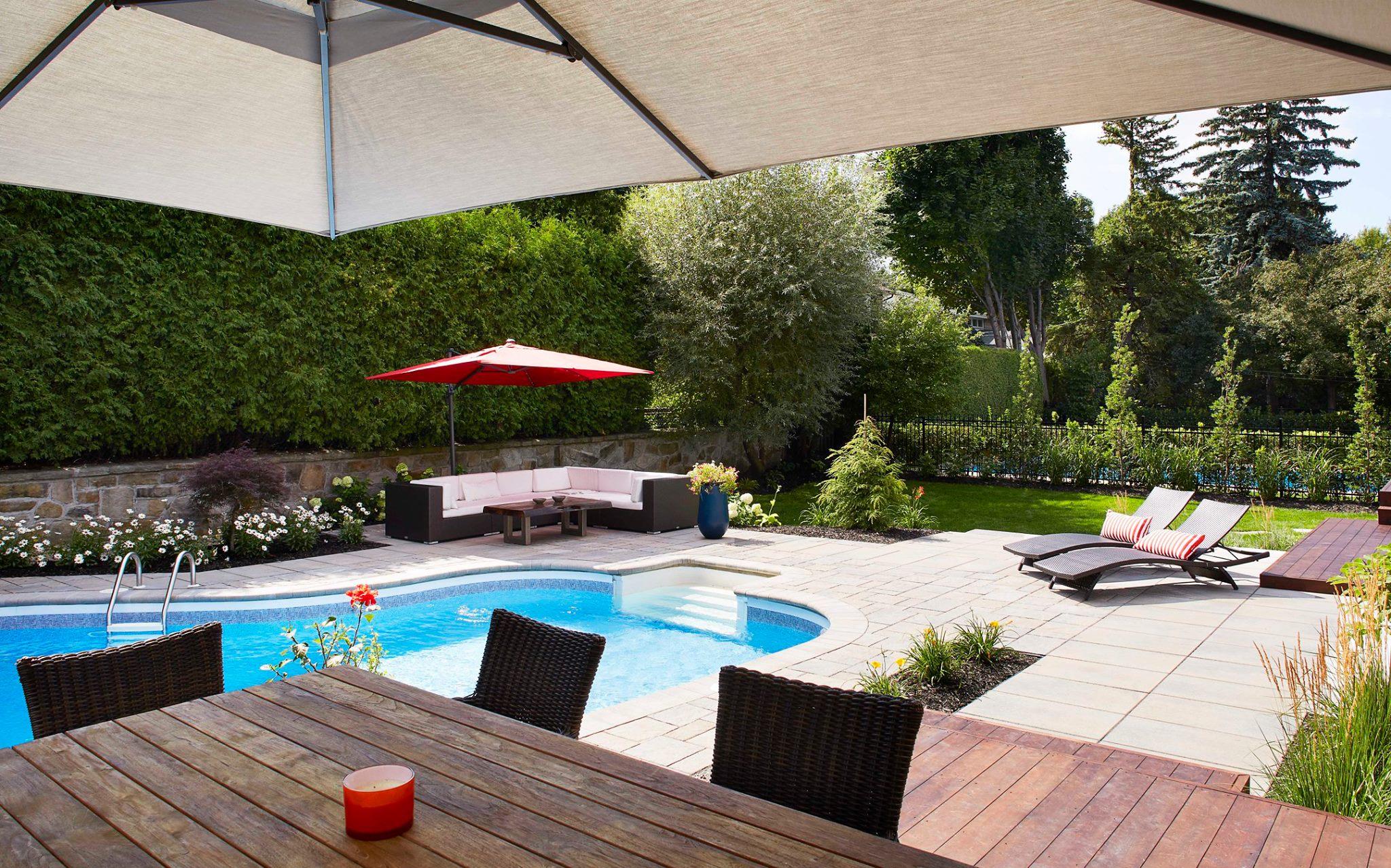 Aménagement d'espace de vie autour d'une piscine
