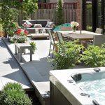 Terrasse en pavé uni avec spa et espace repas