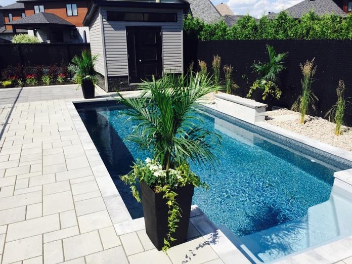 Recouvrement de surface autour d'une piscine